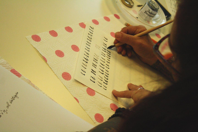 Bella scrittura corso calligrafia milano 20 bella for Corso stilista milano