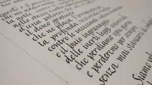 Pergamena corsiva su carta fatta a mano