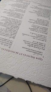 Pergamena regalo in corsivo su carta fatta a mano