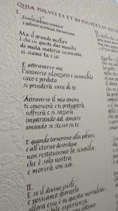 Pergamena scritta in corsivo su carta fatta a mano