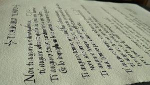 pergamena in corsivo