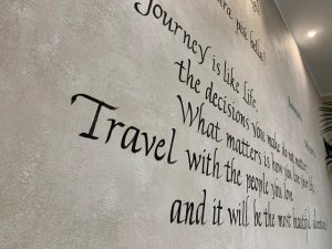 Scritte su muro Aqa Palace Caorle