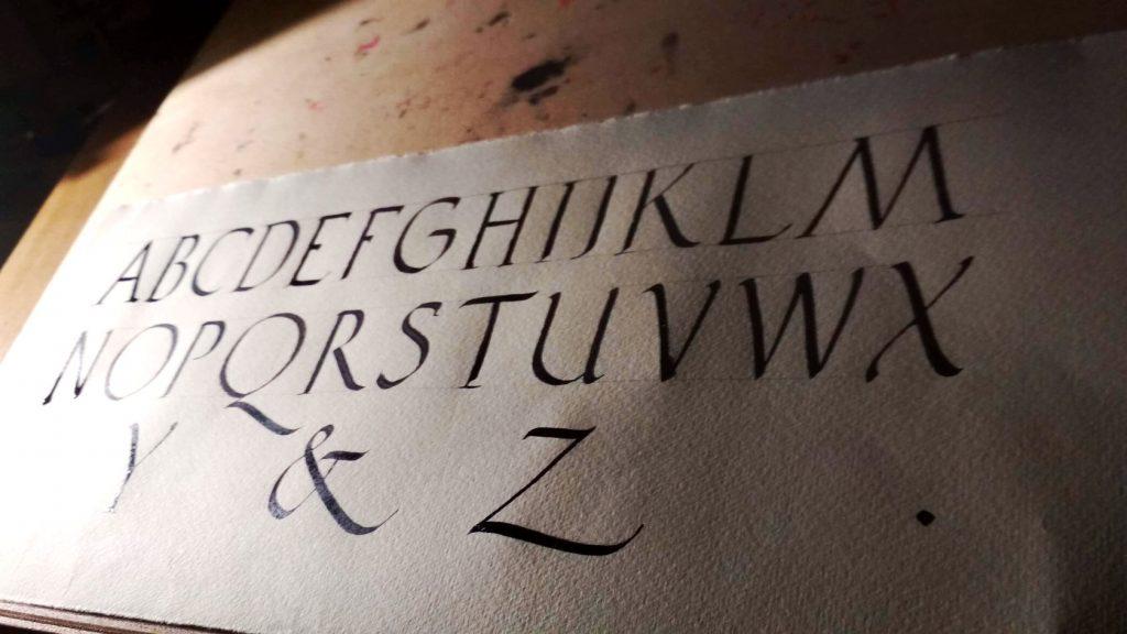 alfabeto latino calligrafia romana